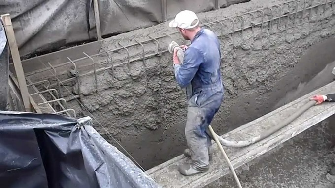 Sprayed Concrete -Properties, Materials and Applications in Construction