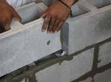 Installation of Masonry Units with Help of Spacers