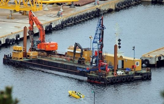 Barge-mounted Drilling Rig