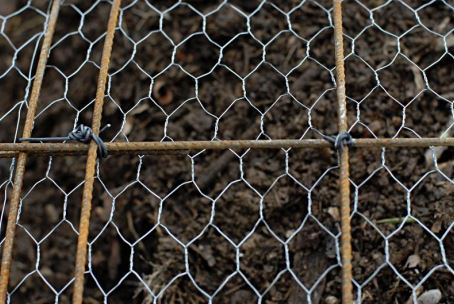 Skeleton steel with hexagonal wire mesh reinforcement