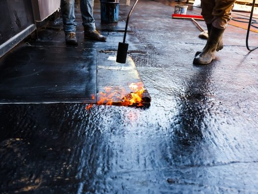 Dampness proofing material : mastic asphalt.