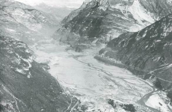 Slide mass of approximately 275 million m3 during the failure of Vajont dam