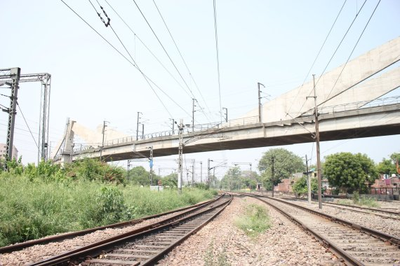 Delhi metro bridge for crossing the railway lines