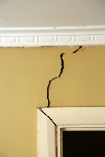 Cracks in wall due to foundation instability