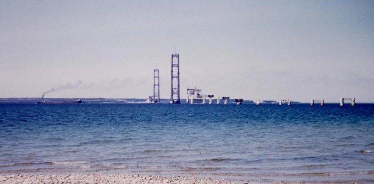 Tower construction of the Mackinac Bridge