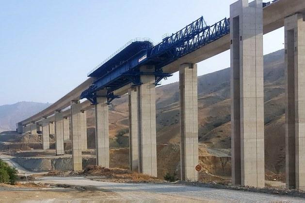 Construction Technologies for Erection of Balanced Cantilever Bridge