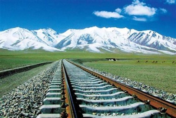 Track of the Qinghai–Tibet Railway made up of crushed rock to reduce the convection patterns