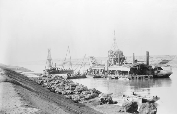 Setup of excavation machines used in the Suez Canal