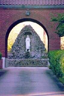 Grotto, Catholic Church, Lake Charles, LA (copyright: Laurie Snyder, 1999)