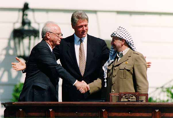 Bill_Clinton,_Yitzhak_Rabin,_Yasser_Arafat_at_the_White_House_1993-09-13
