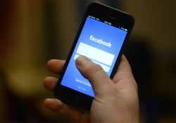 Happiness-Hack-Take-Facebook-Off-Your-Phone