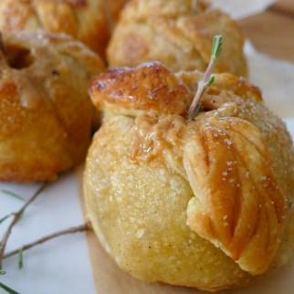 Et Voilà...Caramel Lady Apple Pie