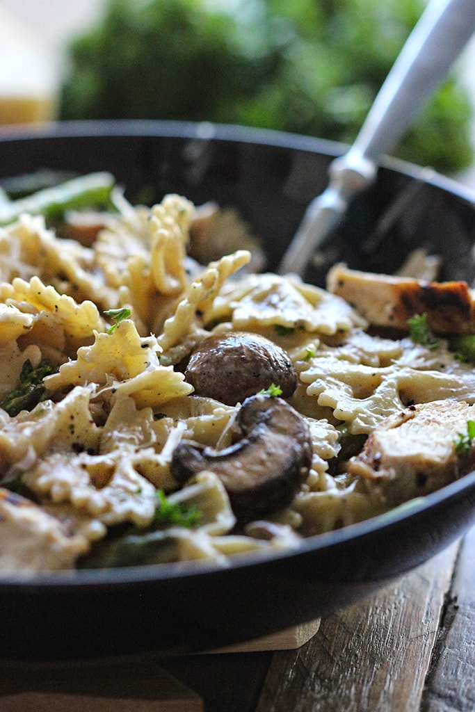 Use store-bought ingredients for this quick and easy lemon pepper chicken Alfredo pasta. Serves 6-8 and ready in 30 minutes.