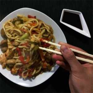 Yaki Udon con verduras y pollo - The Cooking Lab