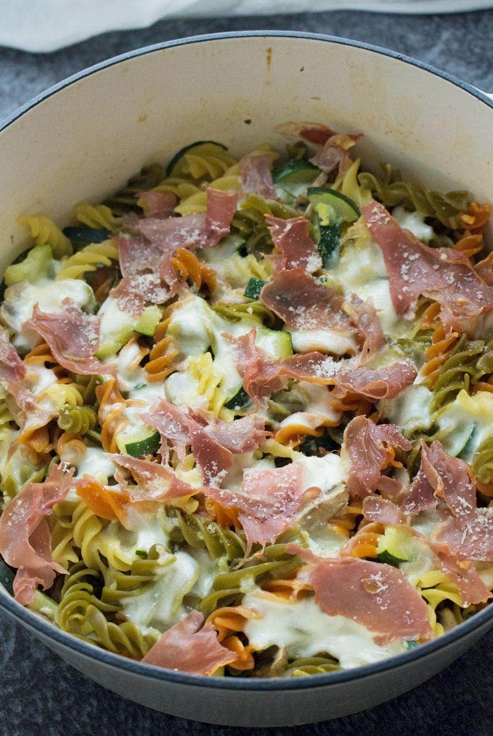 This courgette & prosciutto one pot pasta recipe is so quick and easy. Throw everything in the pot and 20 minutes later you've got dinner on the table!