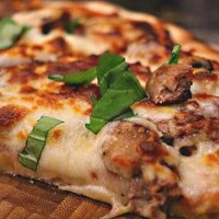 Steak and Mushroom Pizza with Bourbon Bean Sauce