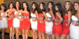 miss costa rica contestants dressed in feathers