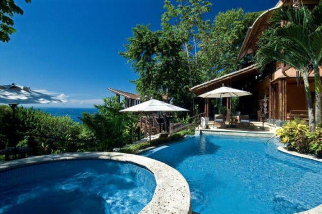 """""""Casa Cuna"""" swimming pool"""