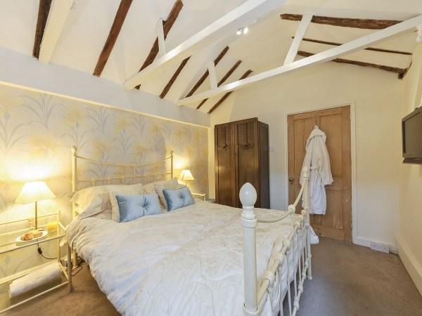 Crescent Cottage Bedroom 2