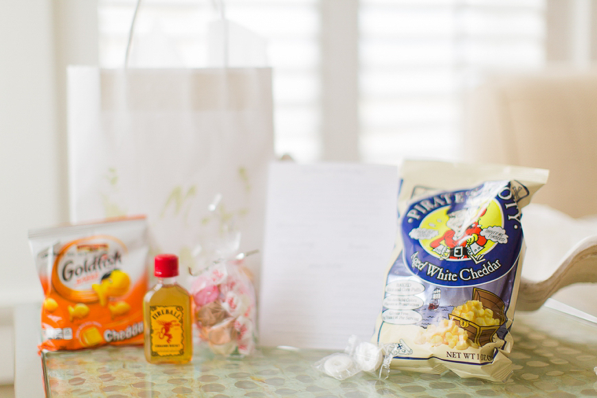 welcome bag for wedding with snacks