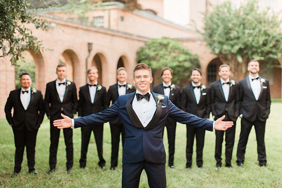 groom and groomsmen portraits