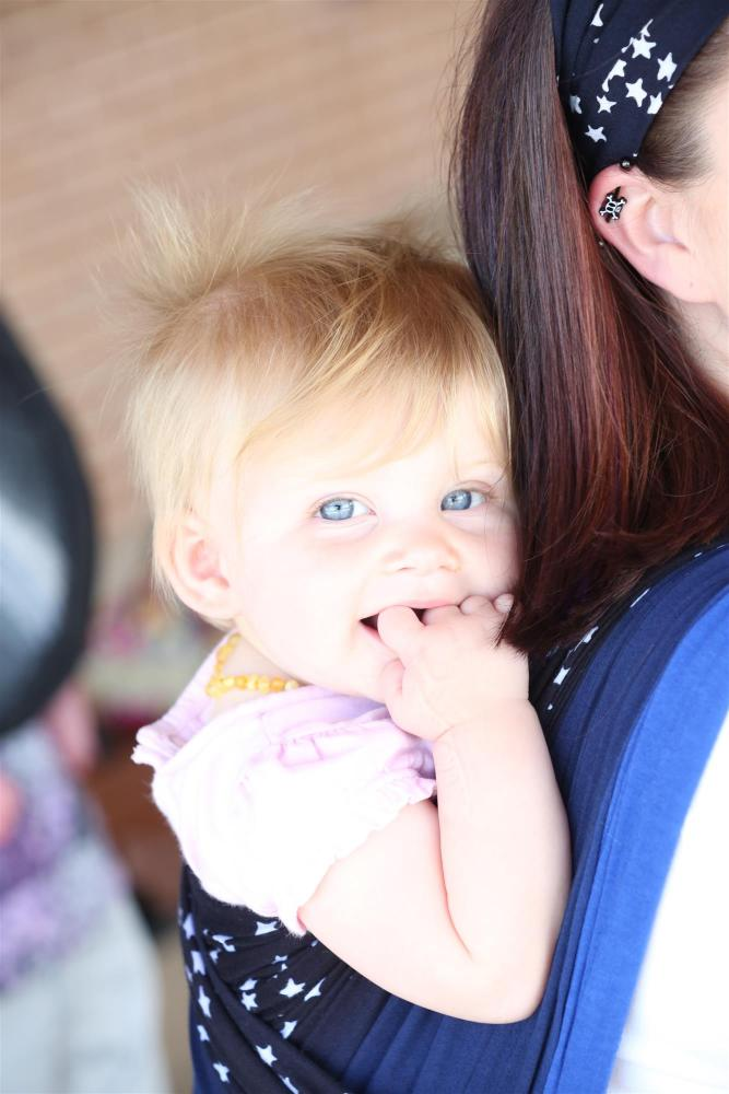 8 Reasons Why You Should Not Forward Face Your Baby in a Carrier (5/6)