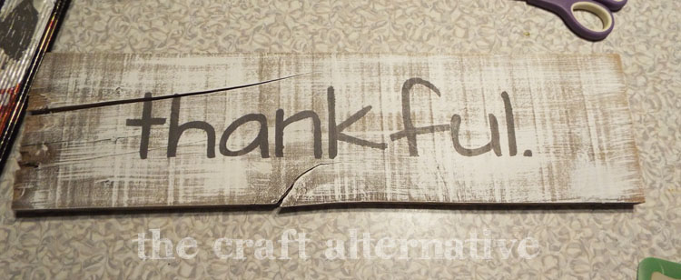 DIY Fall Sign Using a Pallet Board painted letters