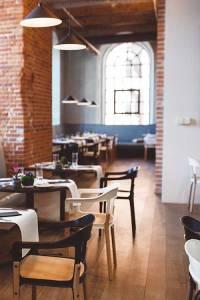 Interior-of-Vintage-Restaurant-2