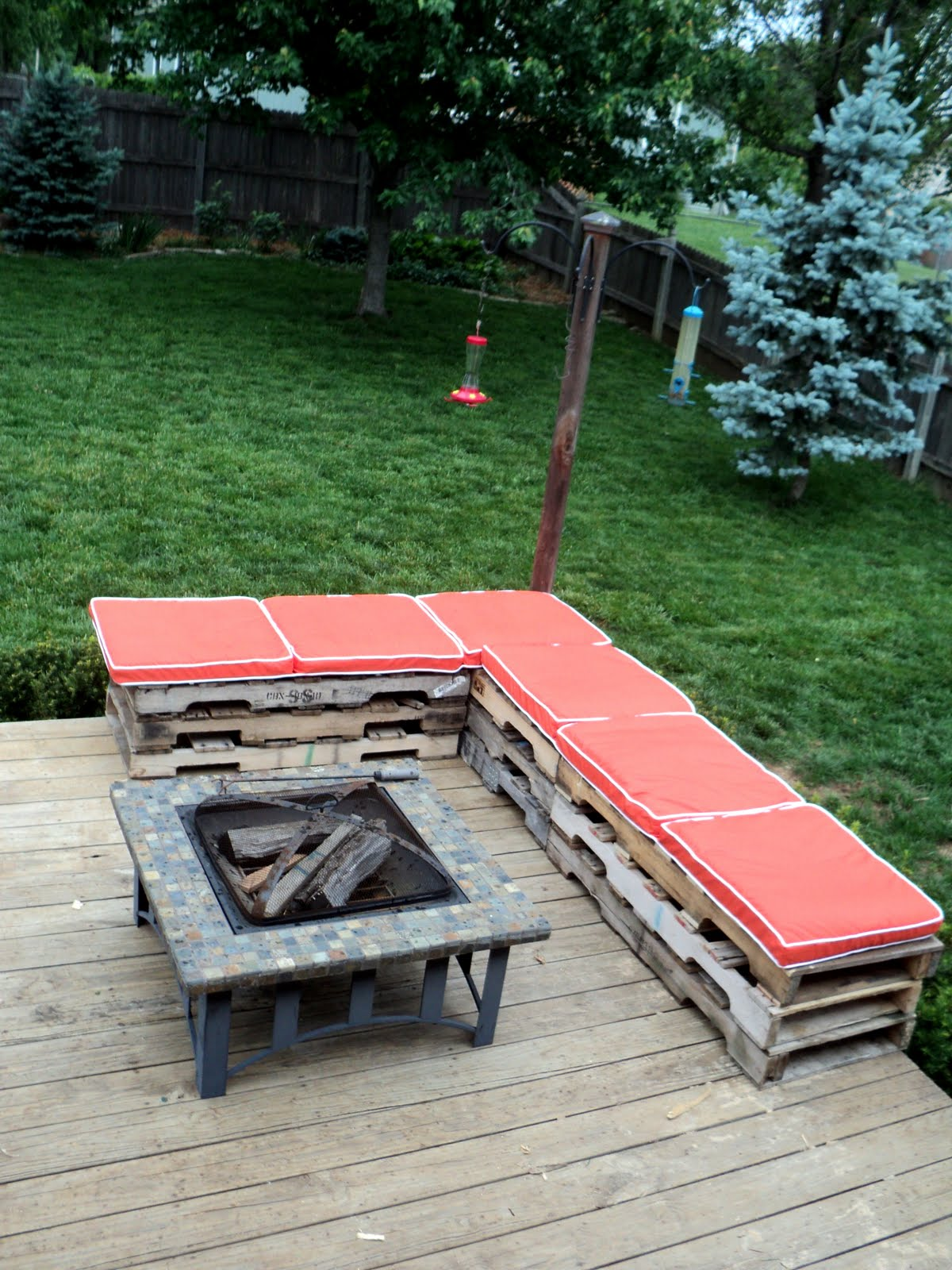 15 Of The Best Backyard DIY Projects | The Craftiest Couple on Diy Small Patio Ideas id=26818