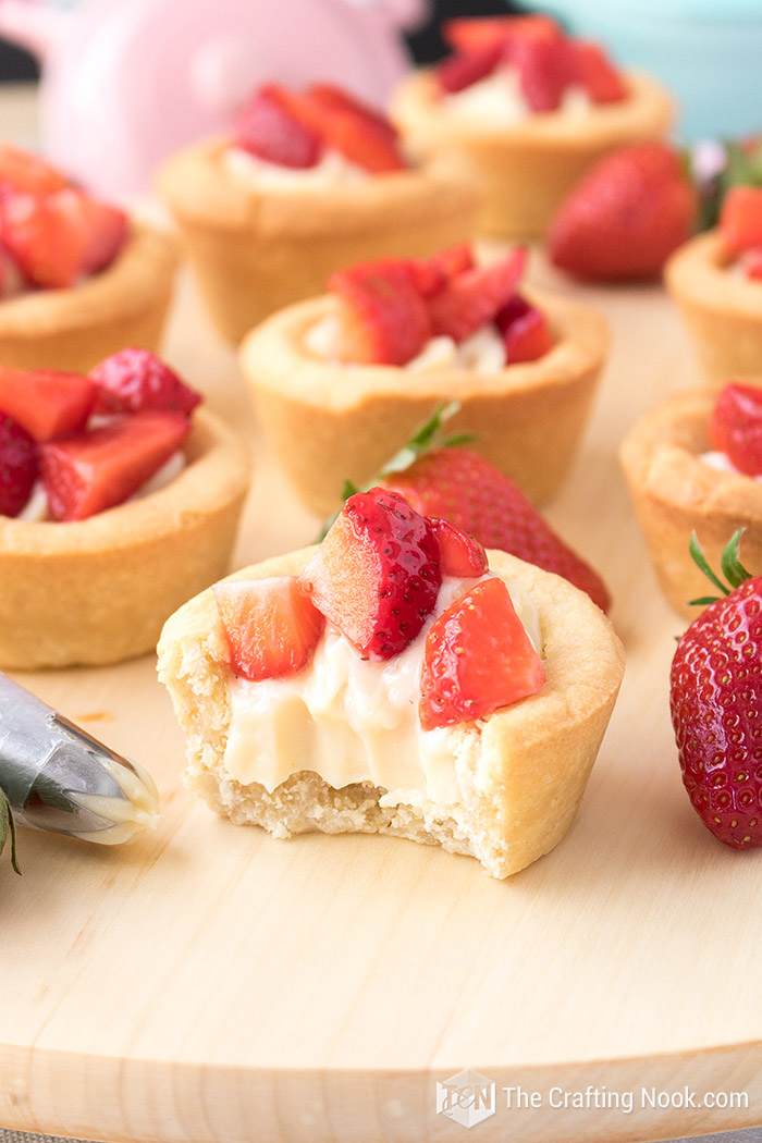 Delicious Strawberries and Cream Cookie Cups Recipe