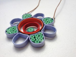 quilled chasis necklace quillig tutorial