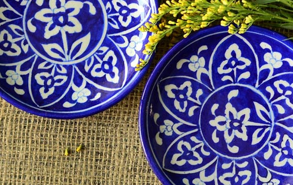 handpainted serving tray, painted tray tutorial, blue pottery, home decor, serving tray, DIY tray