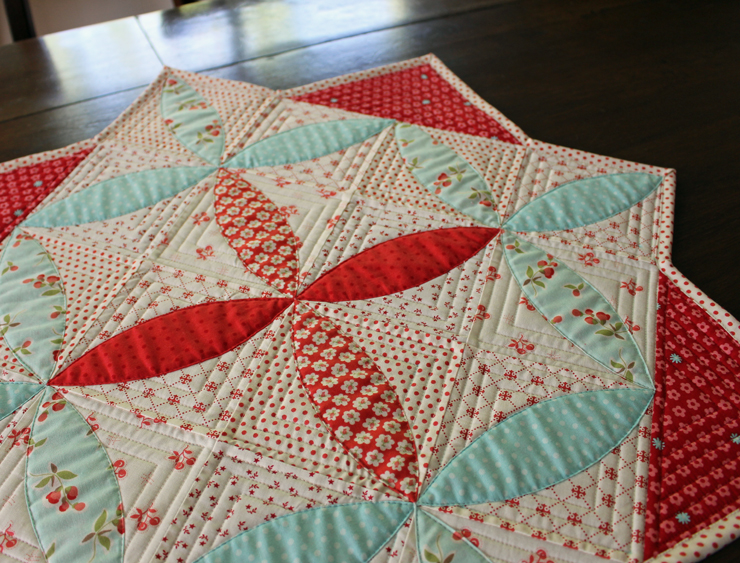 Table topper @ The Crafty Quilter