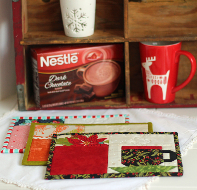 Christmas Pocket Mug Rug by Julie Cefalu