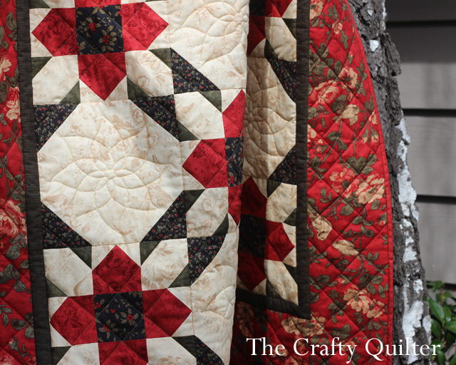 Christmas Snow Flower Quilt, made by Julie Cefalu, The Crafty Quilter