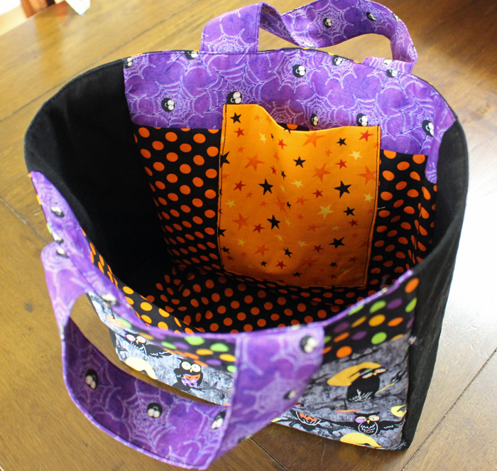 Halloween Treat Bag made by Julie Cefalu@TheCraftyQuilter