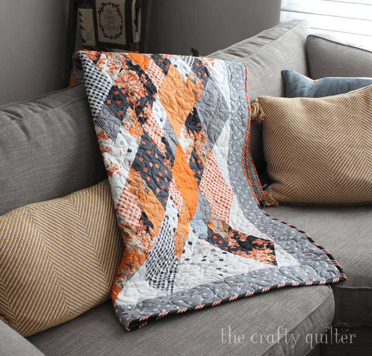 Elegant Halloween Quilt made by Julie @ The Crafty Quilter
