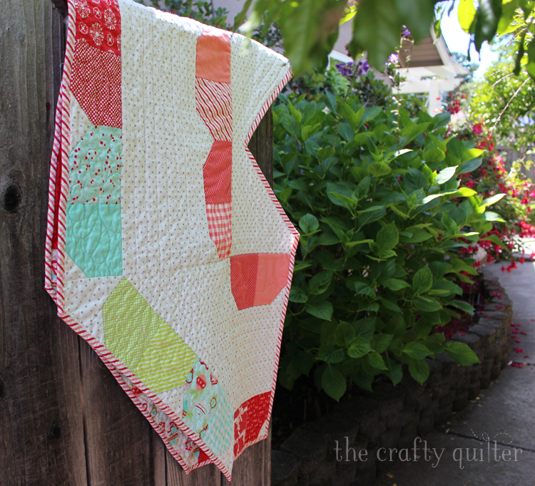 Charm Pack Tree Skirt Quilt Along with Fat Quarter Shop!  The Crafty Quilter shares some tips on binding those wide angles.