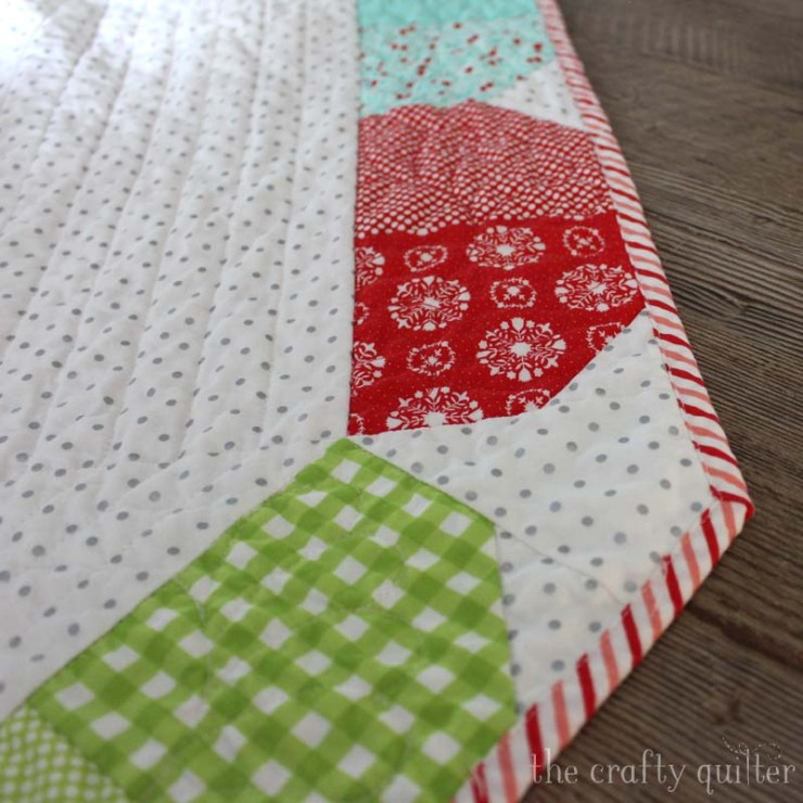 Charm Pack Tree Skirt Quilt Along with Fat Quarter Shop!