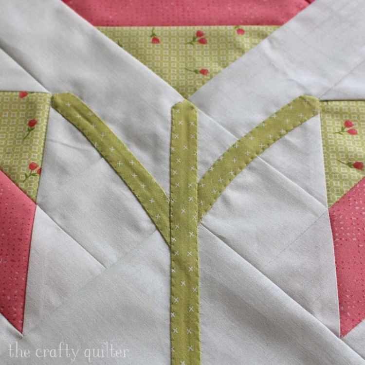 The Carolina Lily quilt block designed by Fat Quarter Shop and made by Julie Cefalu - shows the invisible machine applique detail.
