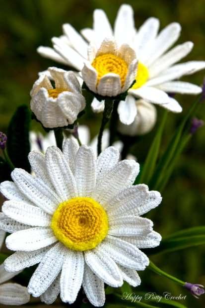 Shasta Daisy Pattern by Happy Patty Crochet - Floral crochet patterns round-up