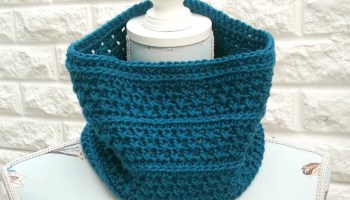 Cowl Crochet Pattern in Teal