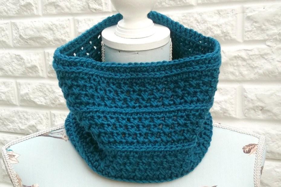 Cowl Crochet Pattern in Teal