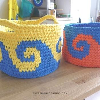 T-shirt yarn waves baskets - eco crochet ideas