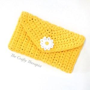 yellow crochet bag with daisy