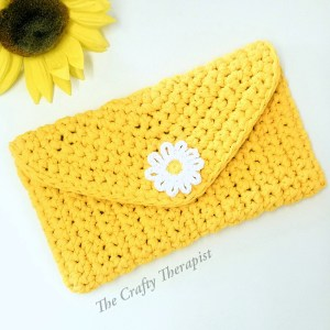 Daisy crochet Bag, yellow with daisy blue lining