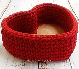 Recycled yarns heart basket