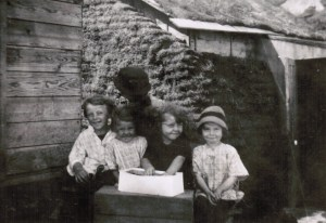 Mildred_Helen_Lolita_Marion_SodHouse_Haley_1914