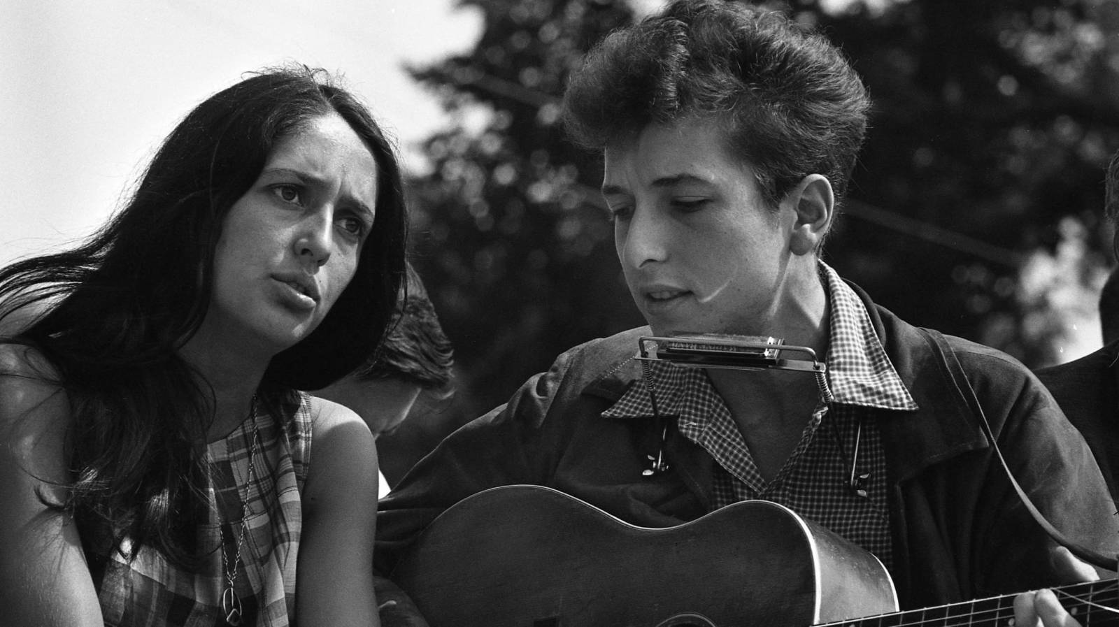 TheCreativeNet - Joan Baez