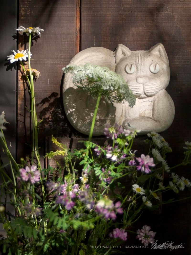 cat sculpture with flowers